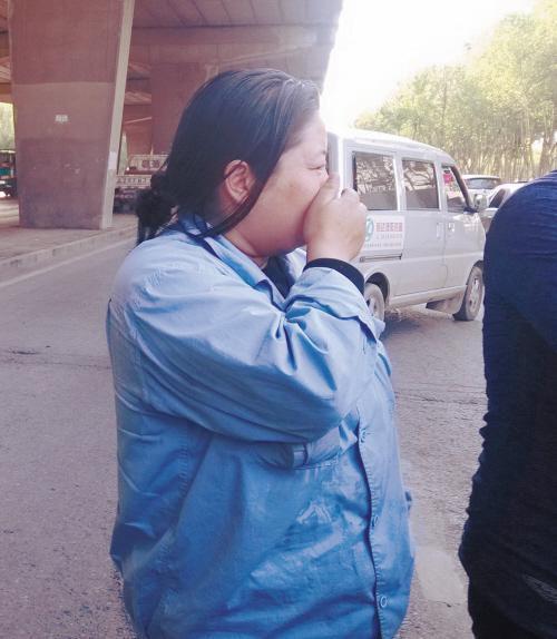 出租车撞玛莎拉蒂 的姐单手捂脸默默流泪