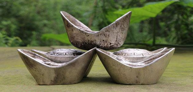 四川一老汉家藏祖传银锭 称有一百多年历史