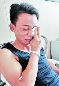 旅游途中遇车祸 男子接连救多人却未能救回自己的母亲